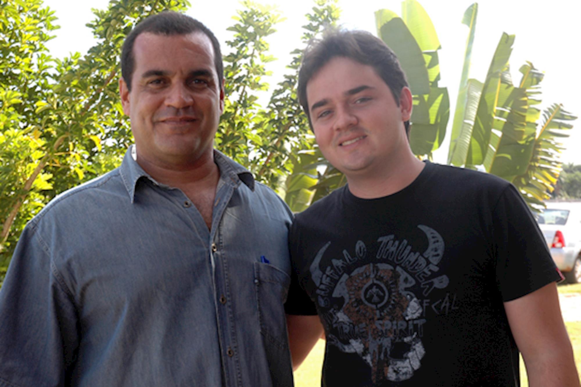 Alexandre Mesquita e Raphael Fernando Poeta, Leilão de Maio