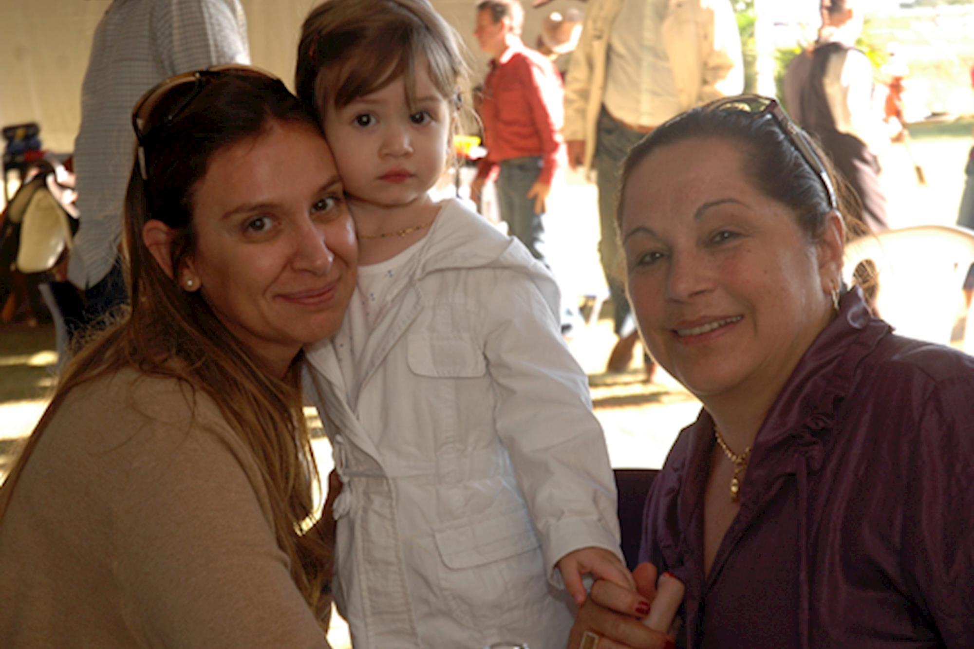 Eliane Kubata,  Valentina Caetano e a avó Edite Caetano, Leilão de Maio