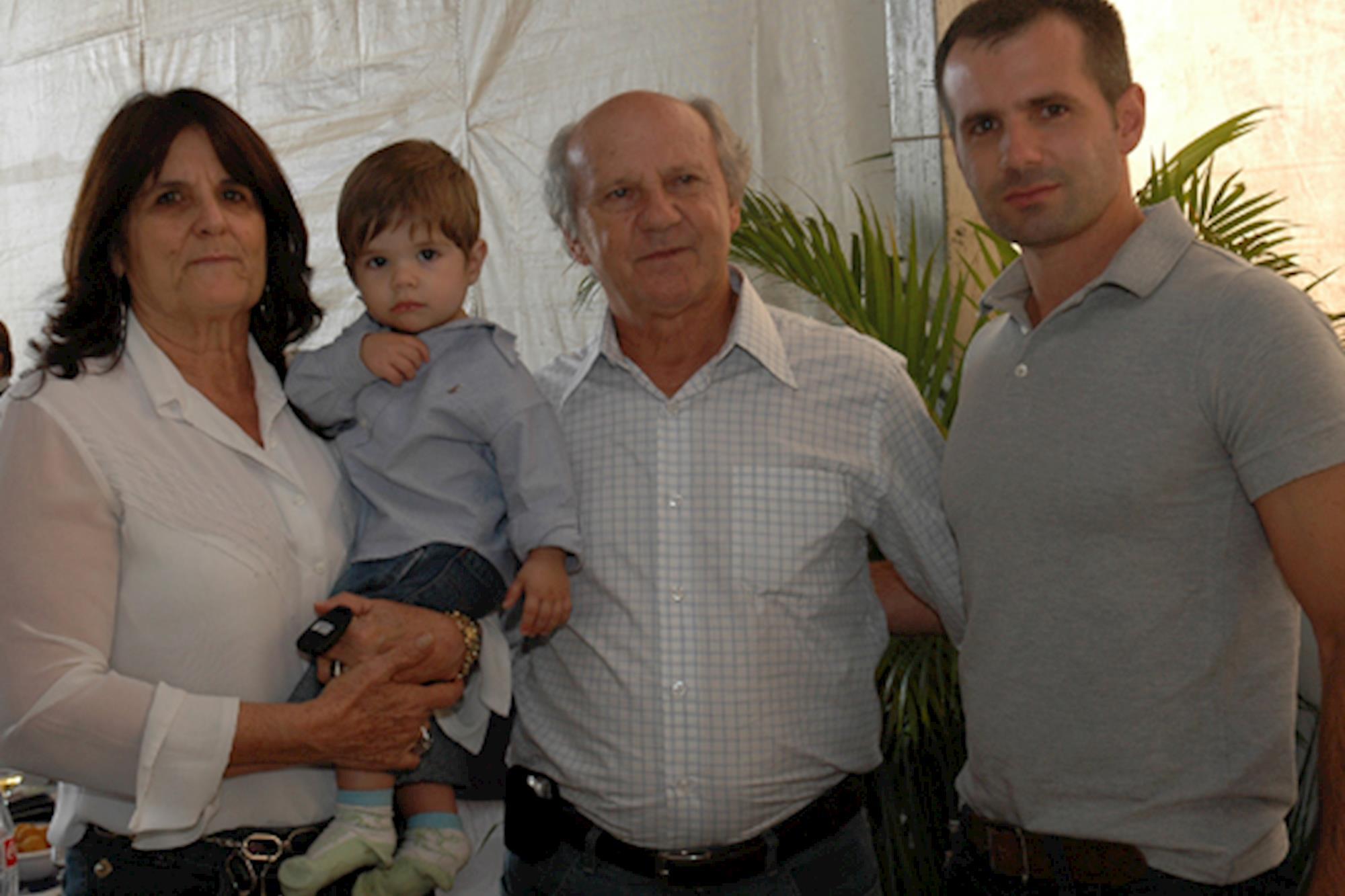Maria Helena,  Erico,  Orival e Gael Jacomine: família reunida, Leilão de Maio