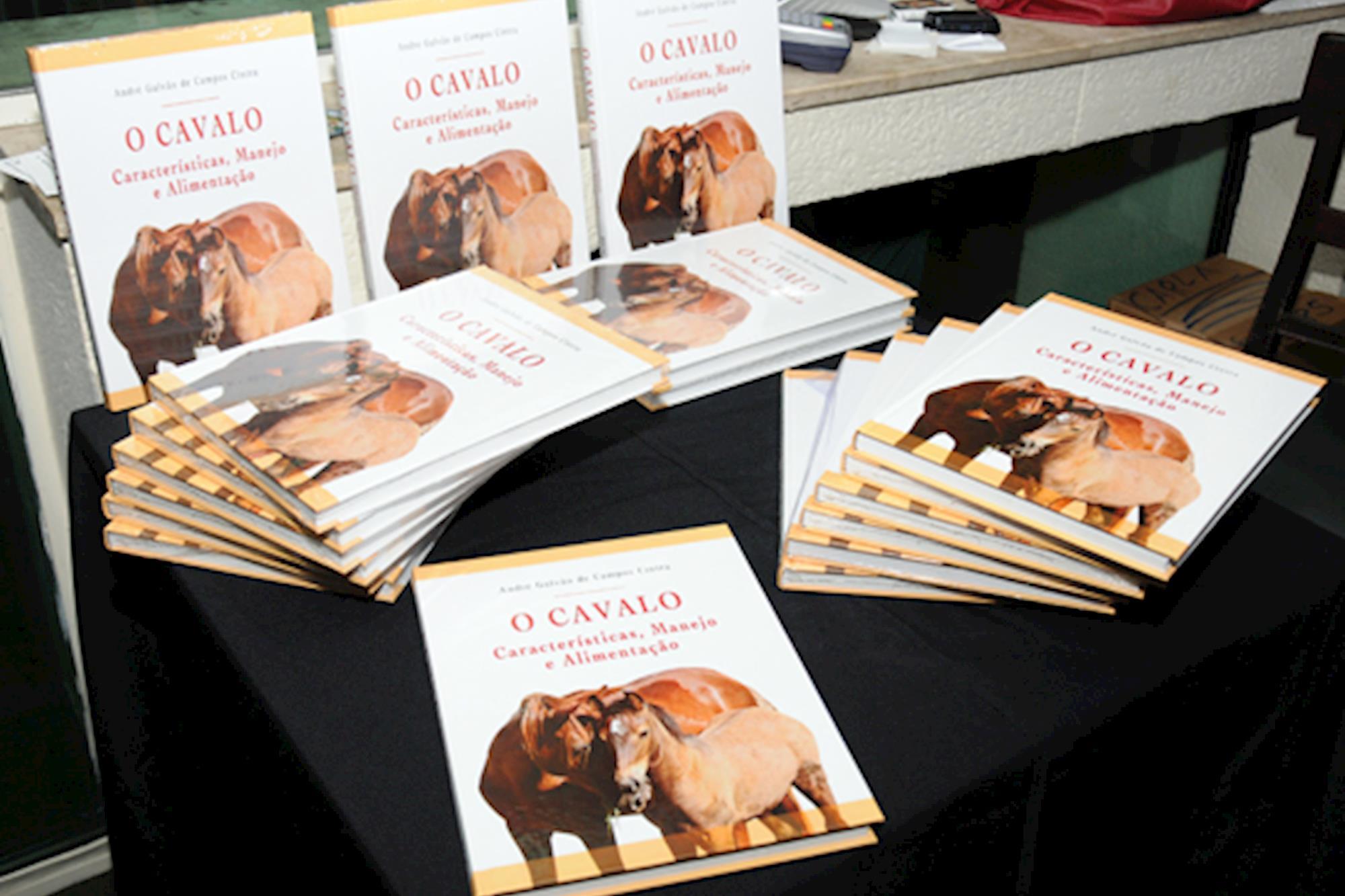 """""""O Cavalo:características,  manejo e alimentação"""" é oficialmente lançado"""