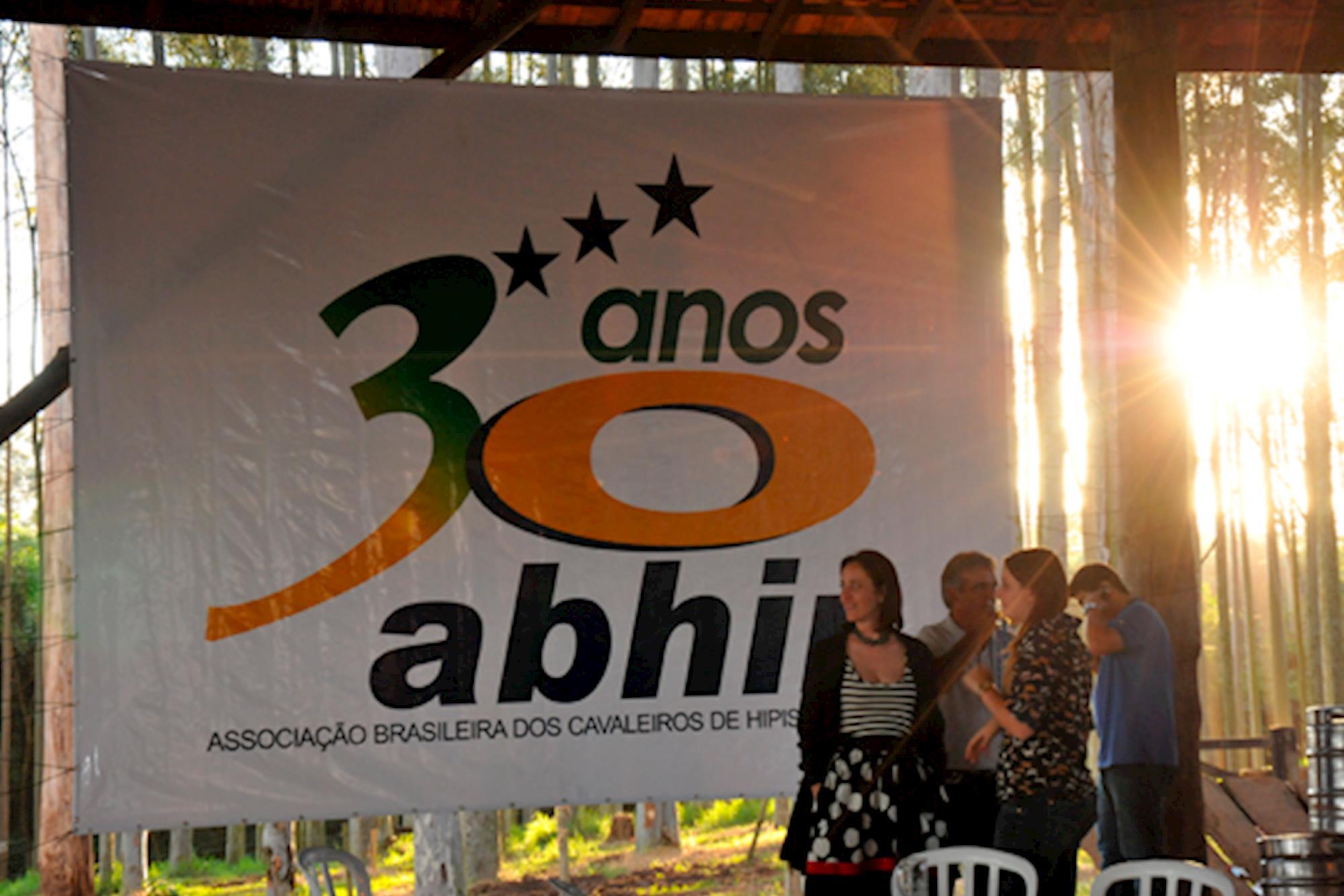 Abhir comemorou 30 anos