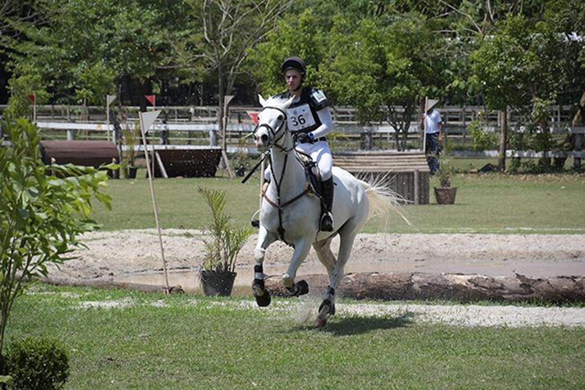 Em 3º lugar na classificação,  Bruno Pogi com Shakira,  34, 1pp,  1º colocado entre os Cavalos em Treinamento, Duílio Andrade/Assessoria, O OURO DA CASA