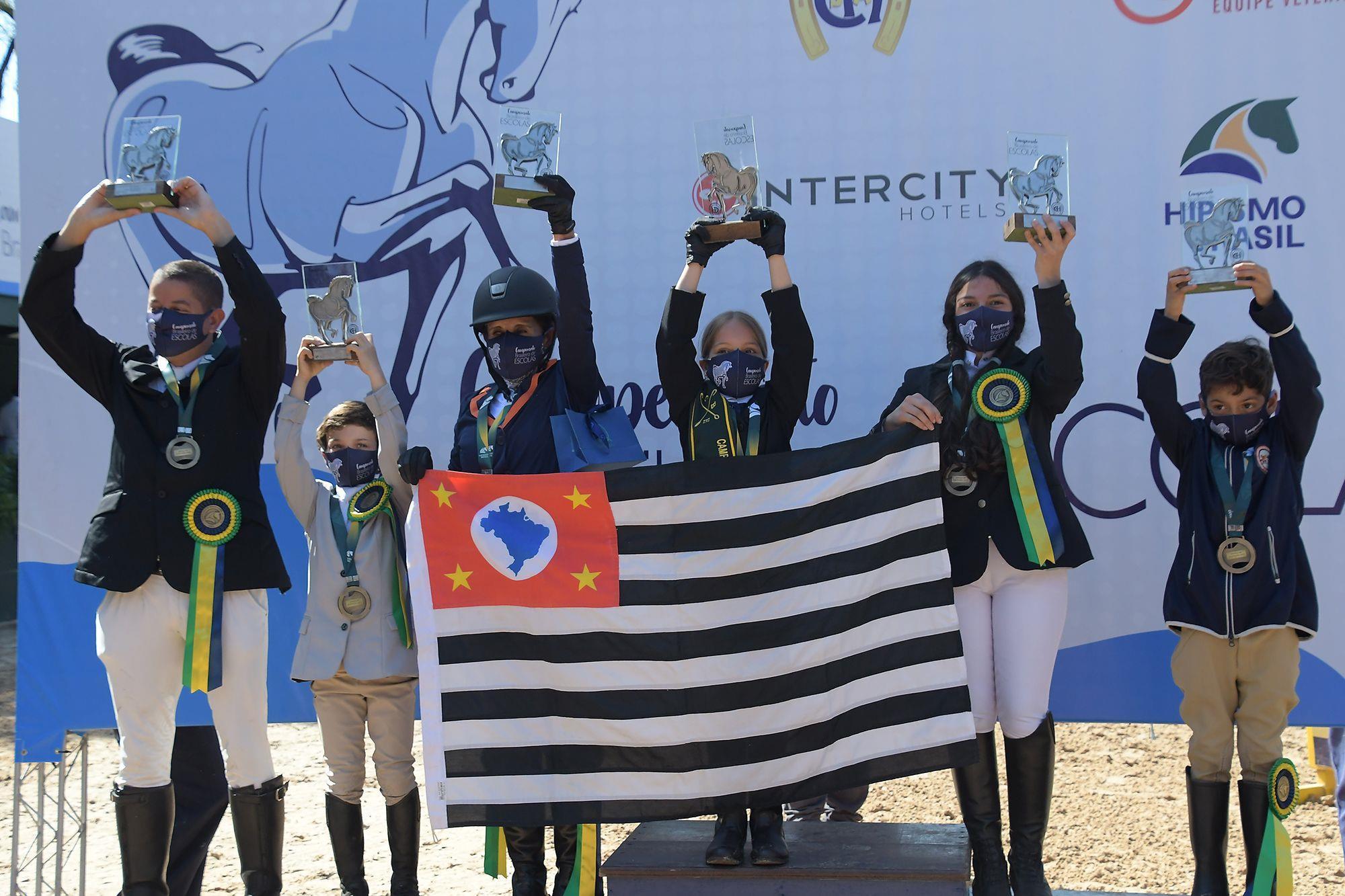 Vencedores da categoria Preliminar no Brasileiro de Escolas, Hipismo,  Clube Hípico Santo Amaro,  cavalos,  Revista Horse,  juventude, Tupa Vídeos, Brasileiro de Escolas define campeões