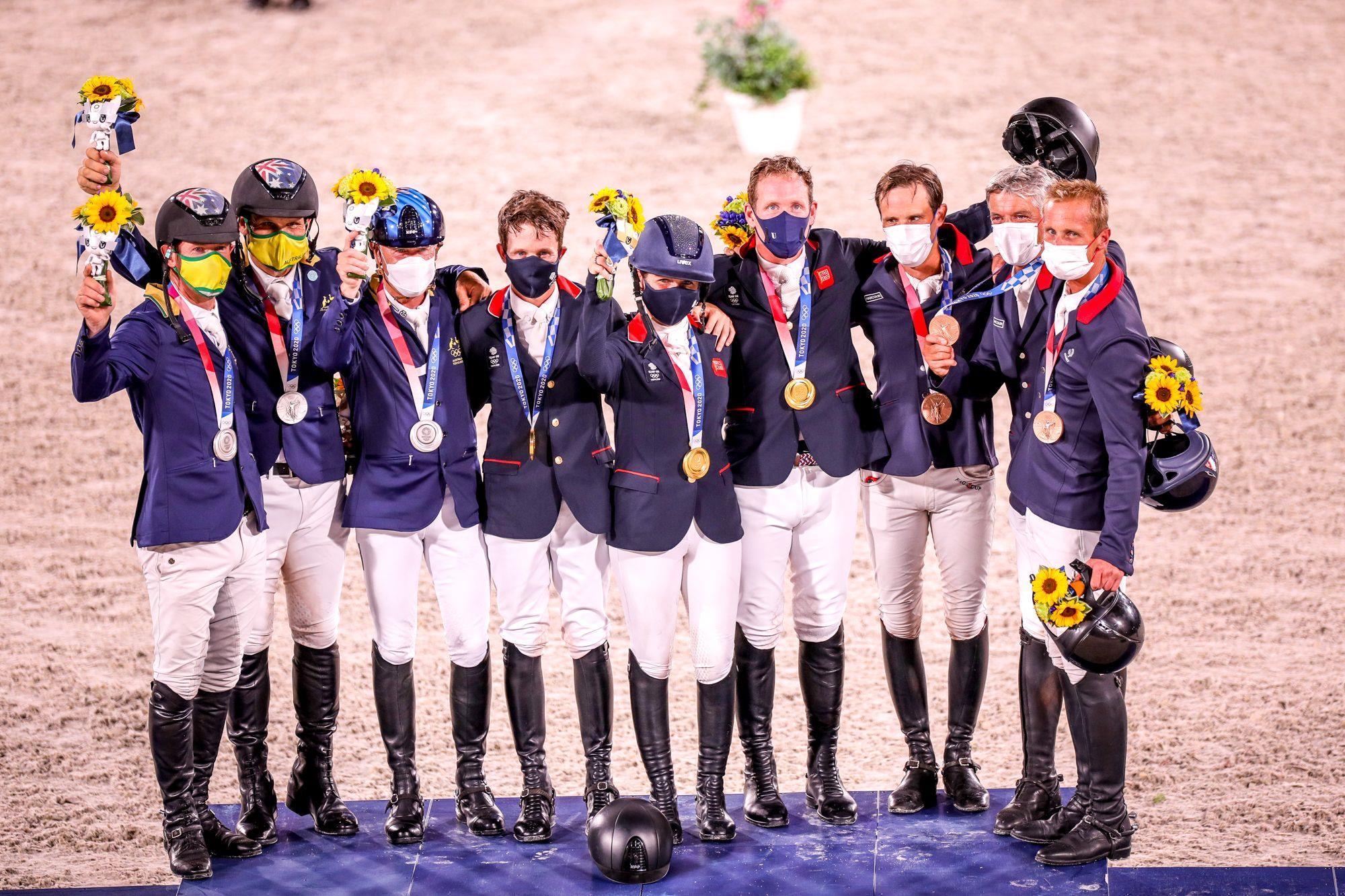 Pódio do Concurso Completo de Equitação (CCE) por equipe,  com Grã-Bretanha (Ouro),  Austrália (Prata) e França (Bronze),  Grã-Bretanha (Ouro),  Austrália (Prata),   França (Bronze), FEI/EFE/Kai Försterling, CCE com muitas emoções