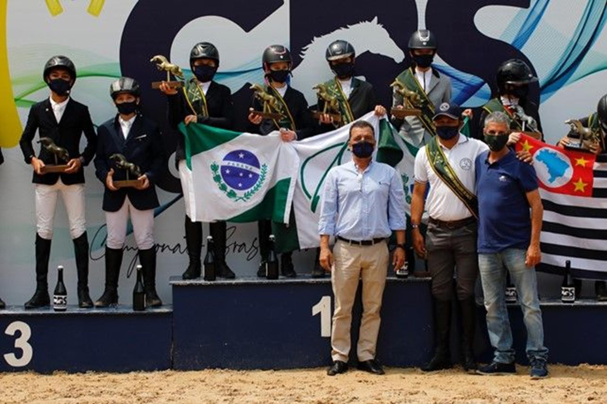 Pódio com atletas do PréMirim,  premiação das equipes, Hipismo,  juventude,  cavalo,  salto, JC Markun, Irmãs conquistam o Campeonato Brasileiro da Juventude de Salto